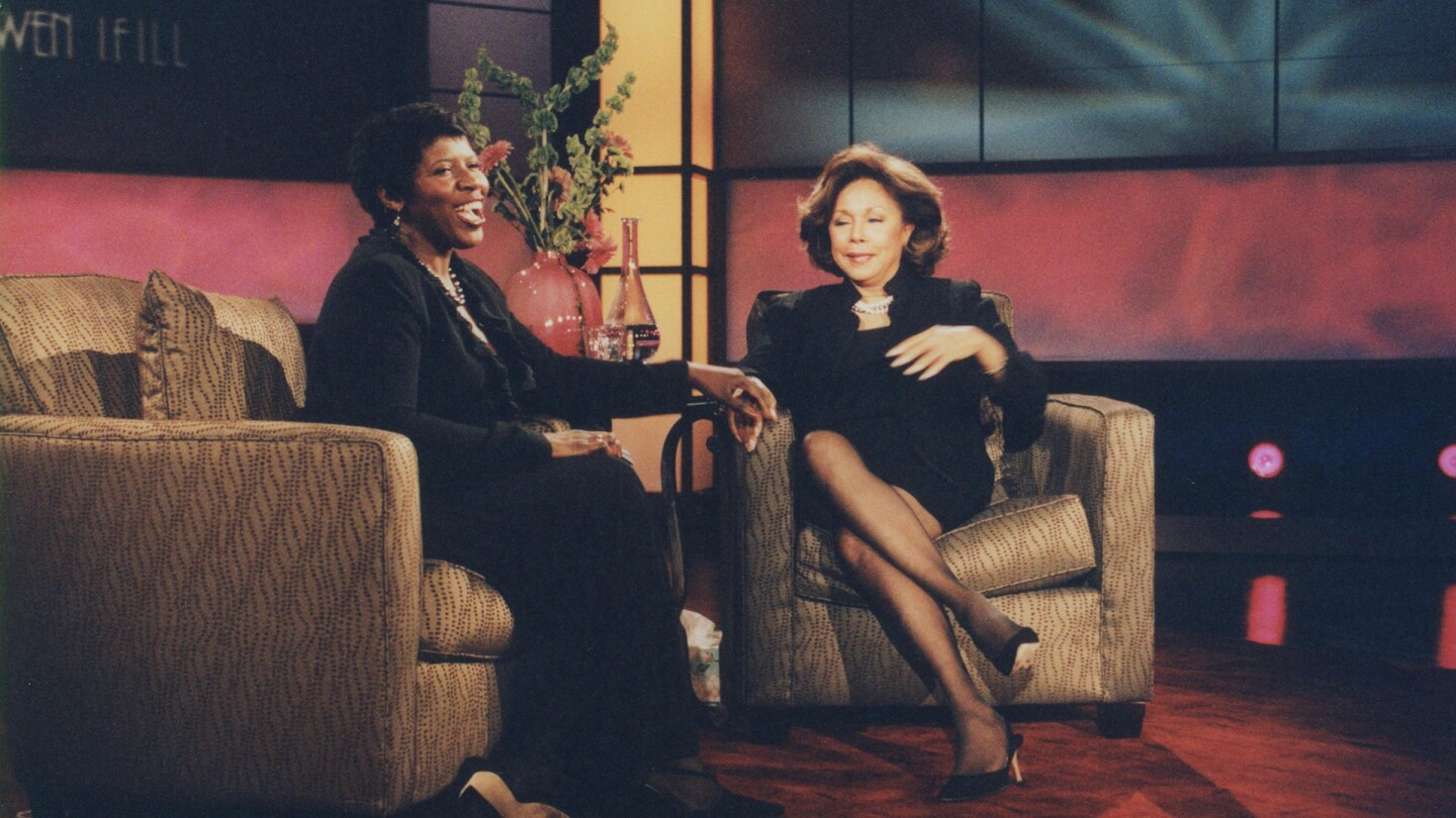 Diahann Carroll and Gwen Ifill sit in armchairs.