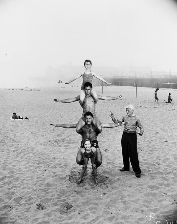 A 12 year old strong girl at Muscle Beach, 1954 | USC Libraries Special Collections/ University of Southern California Libraries