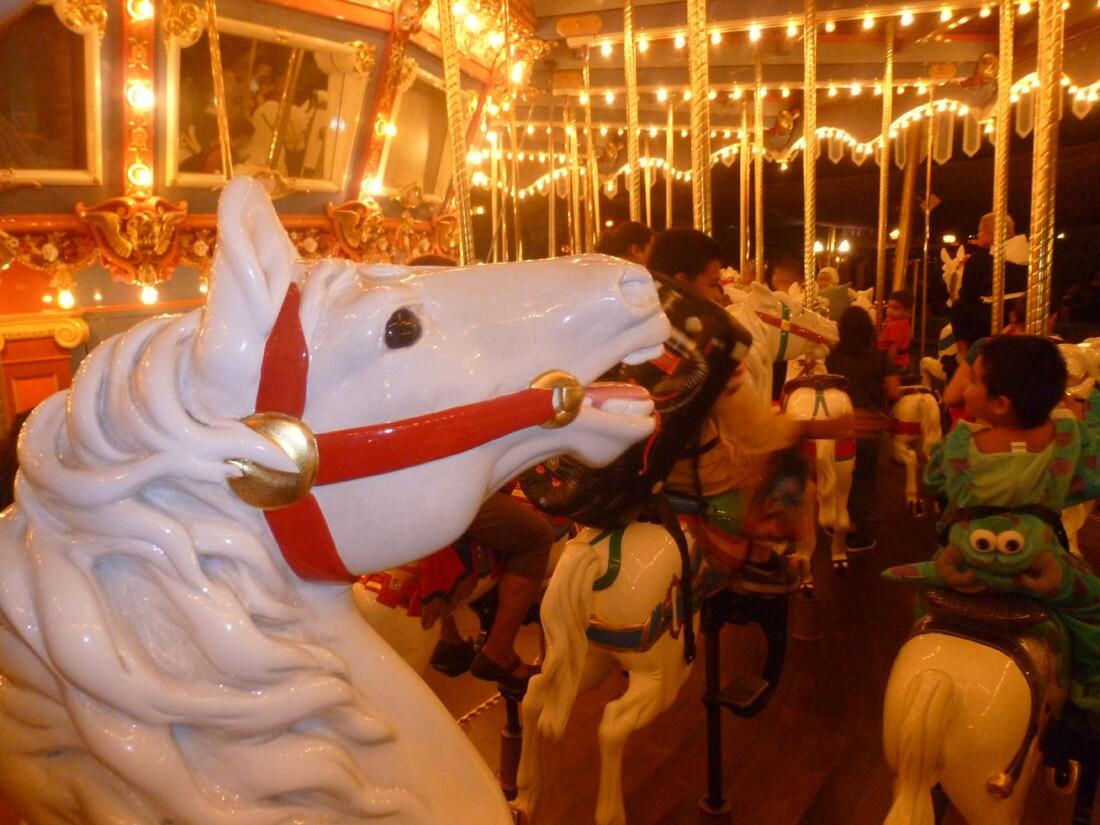 Disneyland King Arthur Carrousel (2)