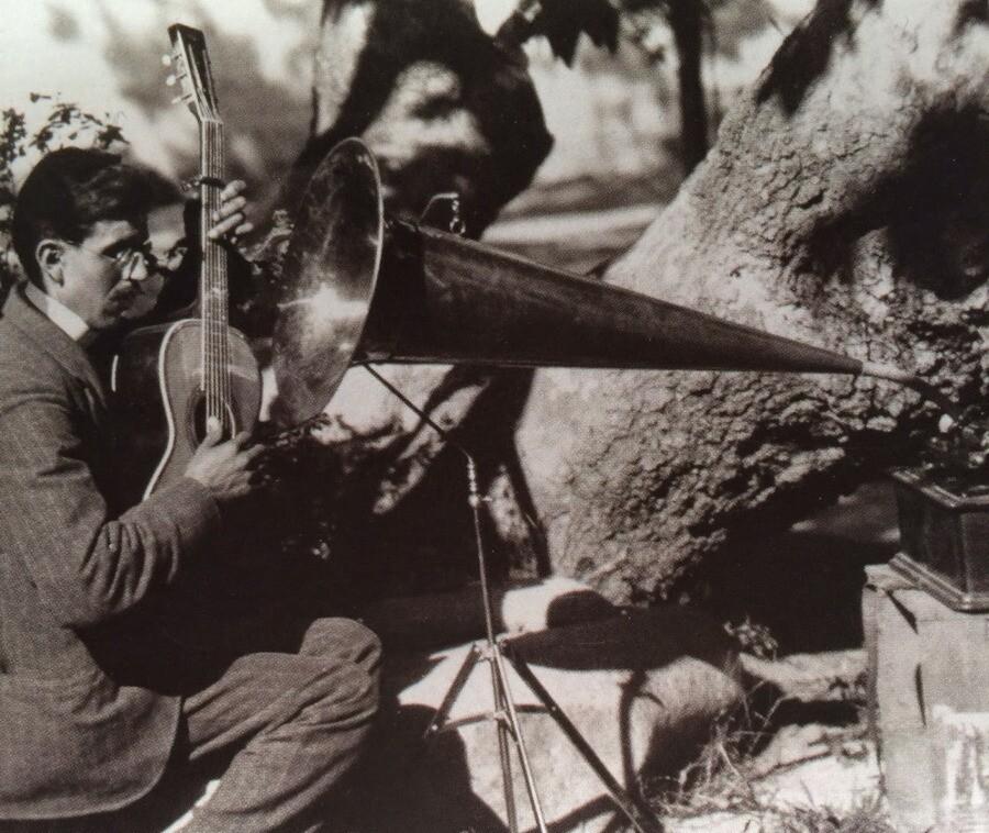 Rosendo Uruchurtu recording at El Alisal, 1904.
