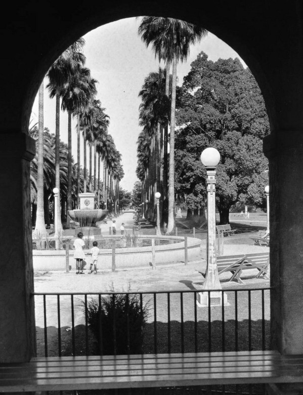 South Park's fountain and palm avenue as seen through an arch in 1930. Courtesy of the USC Libraries - California Historical Society Collection.