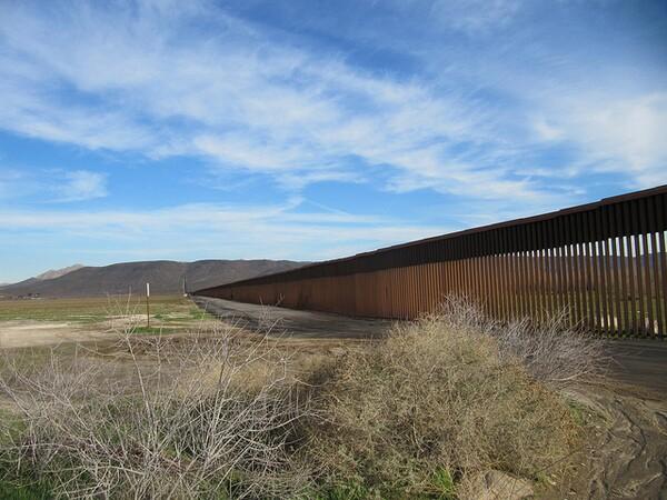 Jacumba-border-fence-8-9-12-thumb-600x450-33954