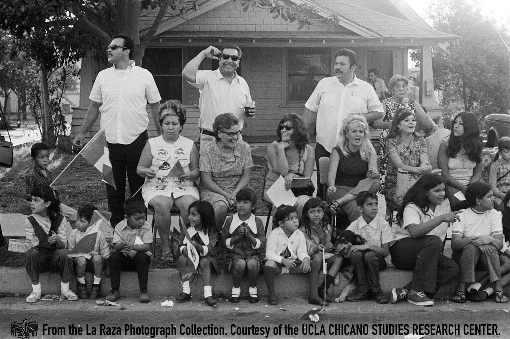 CSRC_LaRaza_B4F3C1_Staff_017 People watch the National Chicano Moratorium march to Laguna Park | La Raza photograph collection. Courtesy of UCLA Chicano Studies Research Center