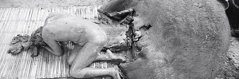 Celeida Tostes, Passagem (Passage), 1979 (detail). Photo performance: twenty-one projected photographs. Dimensions variable.  Raquel Silva / Projecto Celeida Tostes, Courtesy of the Hammer Museum