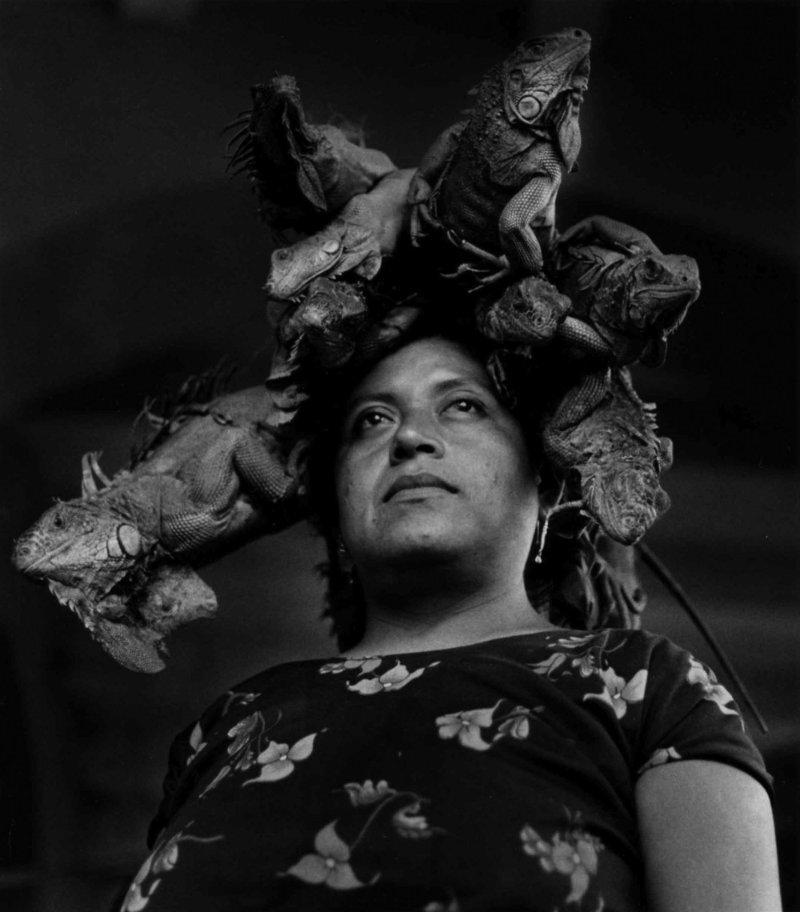 Nuestra Señora de Las Iguanas, Juchitán, Oaxaca, 1979 (Our Lady of the Iguanas, Juchitán, Oaxaca) Gelatin silver print 16 × 20 in.  © Graciela Iturbide - Graciela Iturbide exhibition PST LA/LA