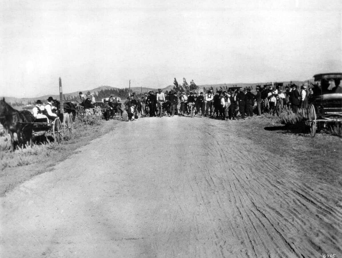 Bicycle race on Western just north of Santa Monica Boulevard, 1896. Courtesy of the Title Insurance and Trust, and C.C. Pierce Photography Collection, USC Libraries.