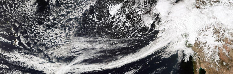 An atmospheric river converging on California, February 20, 2017 | Photo: NASA/Suomi NPP