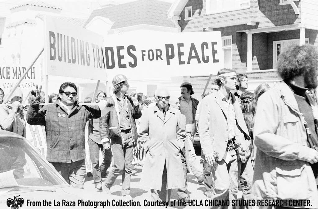 CSRC_LaRaza_B5F4C1_RR_012 Protesters at the San Francisco Peach March | Raul Ruiz, La Raza photograph collection. Courtesy of UCLA Chicano Studies Research Center