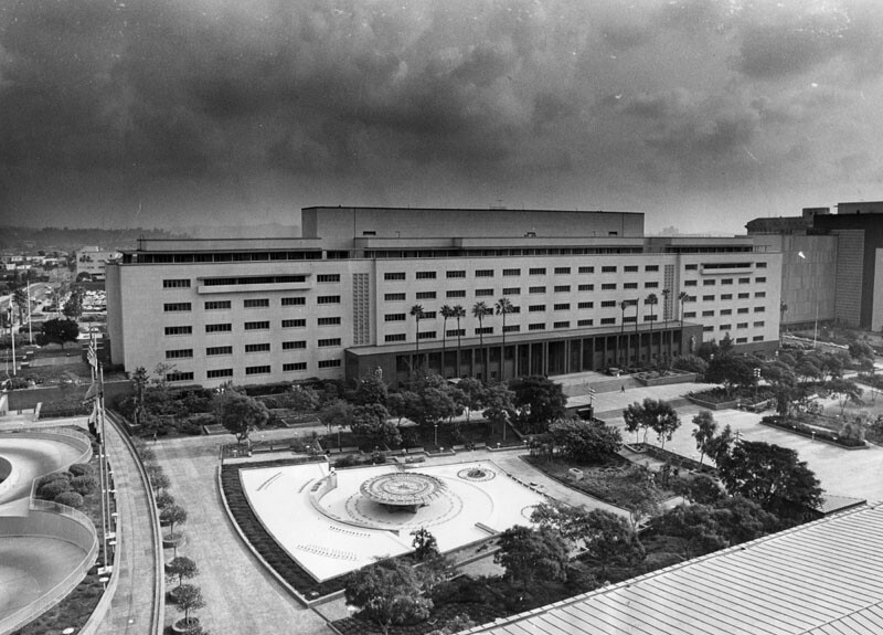1970 photograph of Los Angeles Civic Center fountain