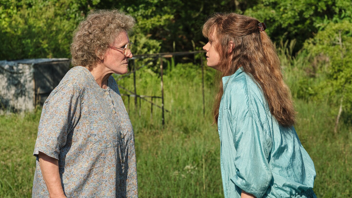 "Actresses Glenn Close and Amy Adams confront each other. | Still from ""Hillbilly Elegy"""