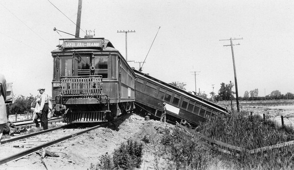A July 1927 train derailment along the branch line from Santa Ana to Orange. Courtesy of the Orange County Archives.