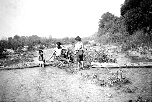 Relaxation in the Río Hondo | Photo: La Historia Historical Society Museum