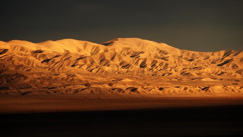 Setting sun illuminates the Temblor Range east of Carrizo Plain   Photo: Molly Travis/iStockPhoto