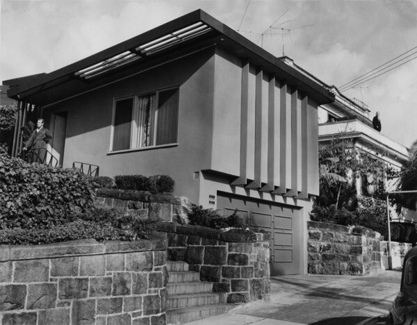The house's modern architecture, seen here in 1954, contrasted with the Victorian architecture that predominated throughout much of pre-redevelopment Bunker Hill. Courtesy of the Herald-Examiner Collection - Los Angeles Public Library.