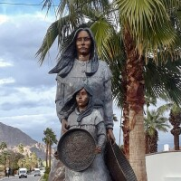 La Quinta - Mother and Child Sculpture - Preview Image