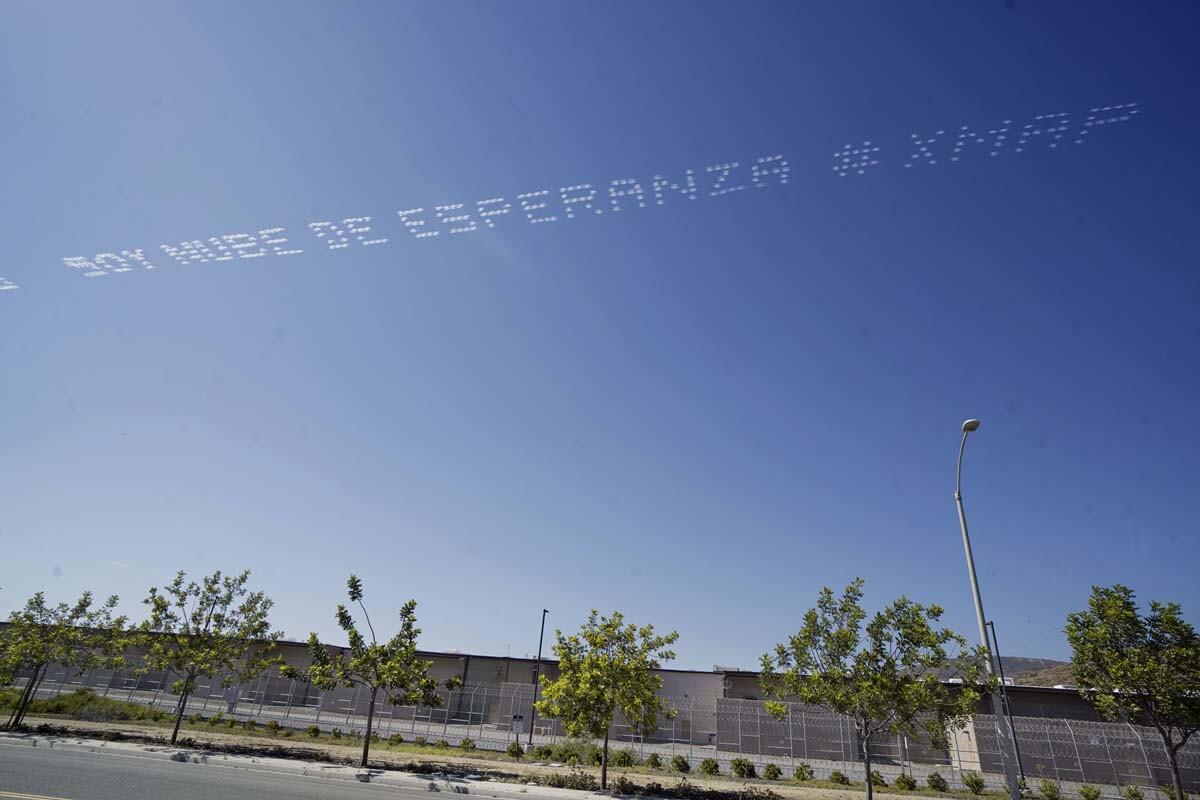 """SOY NUBE DE ESPERANZA #XMAP"" written in in the sky, contributed by Marcos Erre Ramirez over the Cross Border Express | Sandy Huffaker, In Plain Sight"