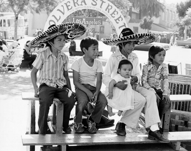 Olvera Steet, 1978. Image: William Reagh, courtesy of Los Angeles Public Library