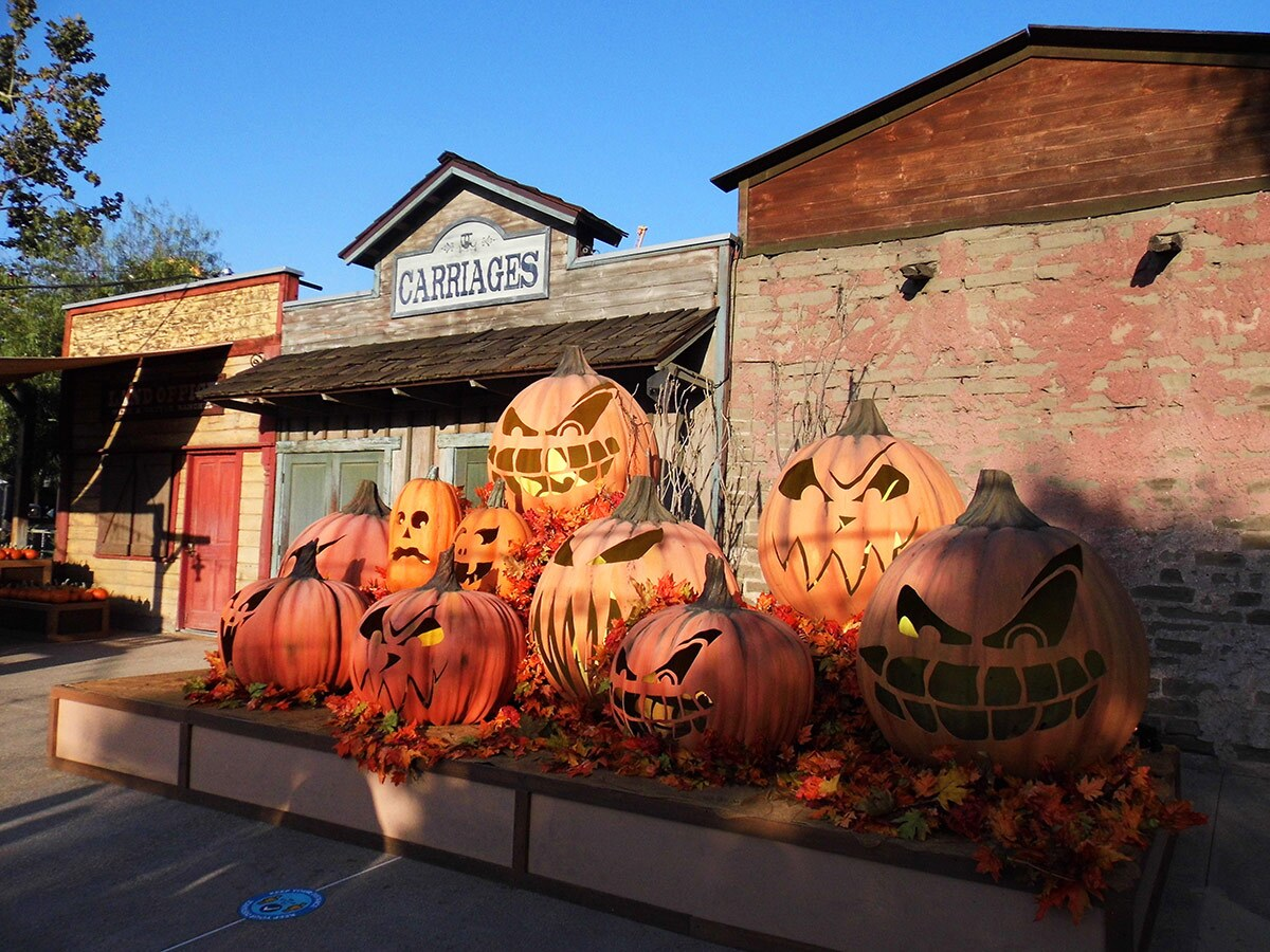 Decorative jack-o'-lanterns adorn Knott's Taste of Fall-O-Ween. | Sandi Hemmerlein