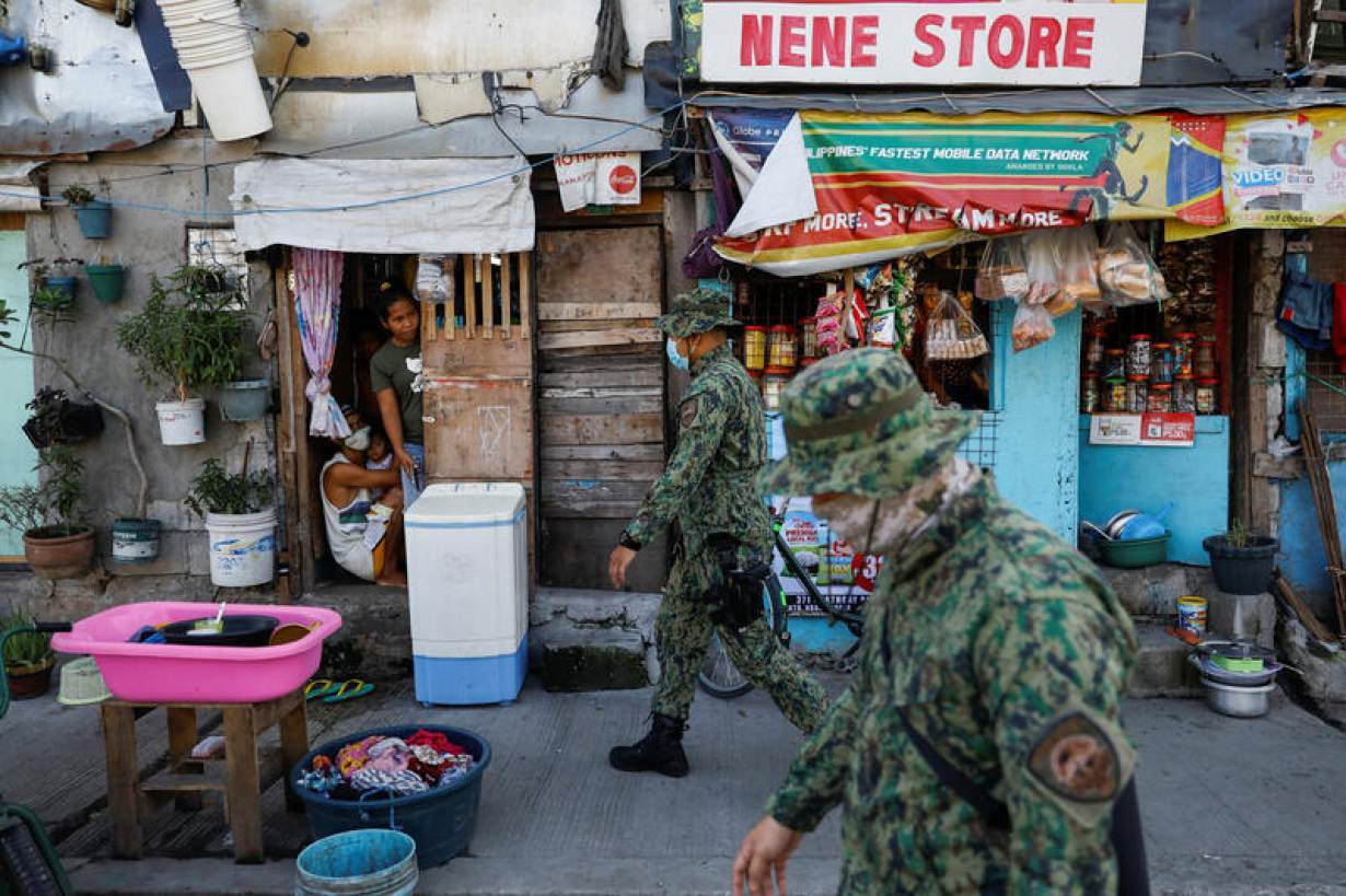 Police officers patrol a neighborhood to enforce the reimposed lockdown due to a spike in the coronavirus disease (COVID-19) cases, in Navotas, Metro Manila, Philippines, July 17, 2020. | REUTERS/Eloisa Lopez