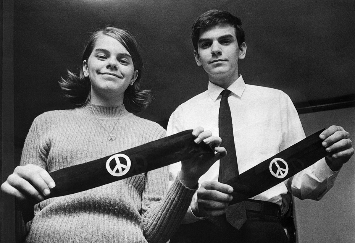 Des Moines, Iowa: Mary Beth Tinker and her brother, John, display two black armbands, the objects of the U.S. Supreme Court's agreement March 4th to hear arguments on how far public schools may go in limiting the wearing of political symbols. |  Bettmann