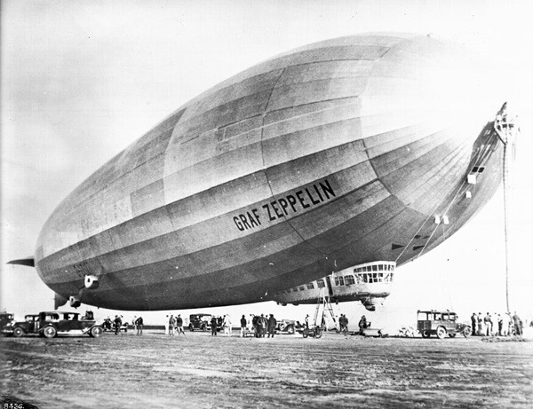 In 1929, the 776-foot-long Graf Zeppelin docked at Mines Field as part of its circumnavigation of the globe. Courtesy of the Title Insurance and Trust / C.C. Pierce Photography Collection, USC Libraries.