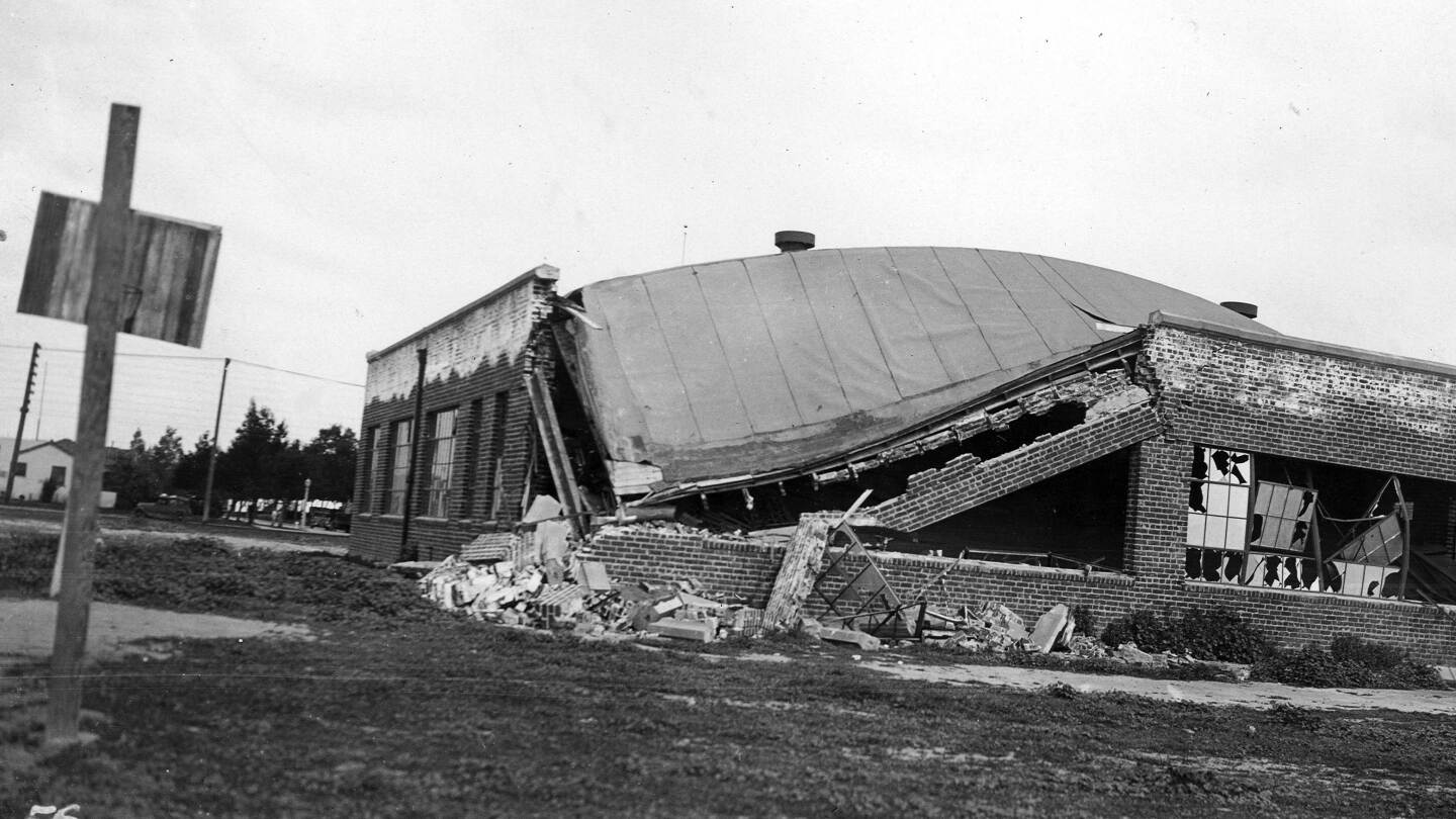 Compton Junior High School after 1933 quake