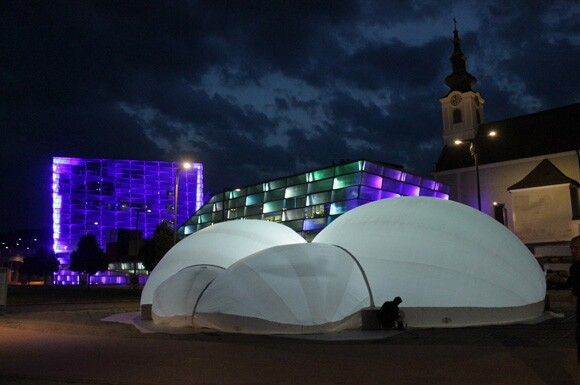 SPHAERAE, Designed by Dutch architect Cocky Eek (2012; polyethylene, PVC and air), Developed in Partnership with Synergetica Lab and the Artscience Interfaculty Program in the Hague | Photo: Couresy of the Artist