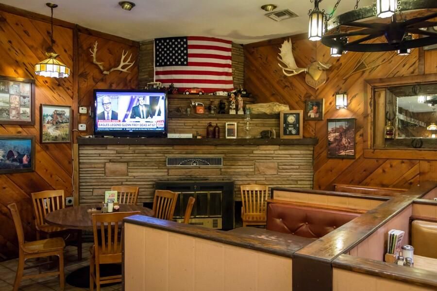 mojave_desert_needles_wagon_wheel_restaurant_2.jpg