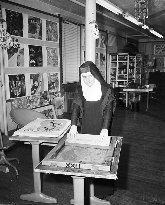 Corita, Immaculate Heart College Art Department, Los Angeles, 1957. | Courtesy of the Corita Art Center, Los Angeles.