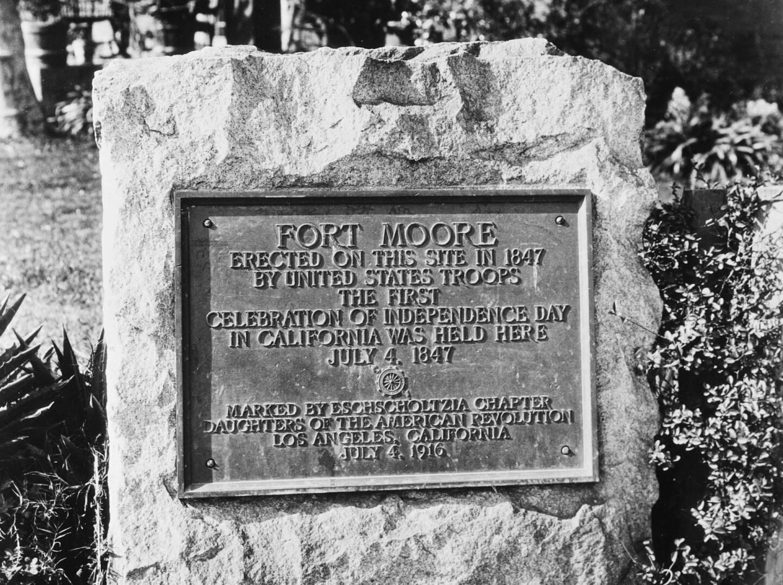 Fort Moore plaque