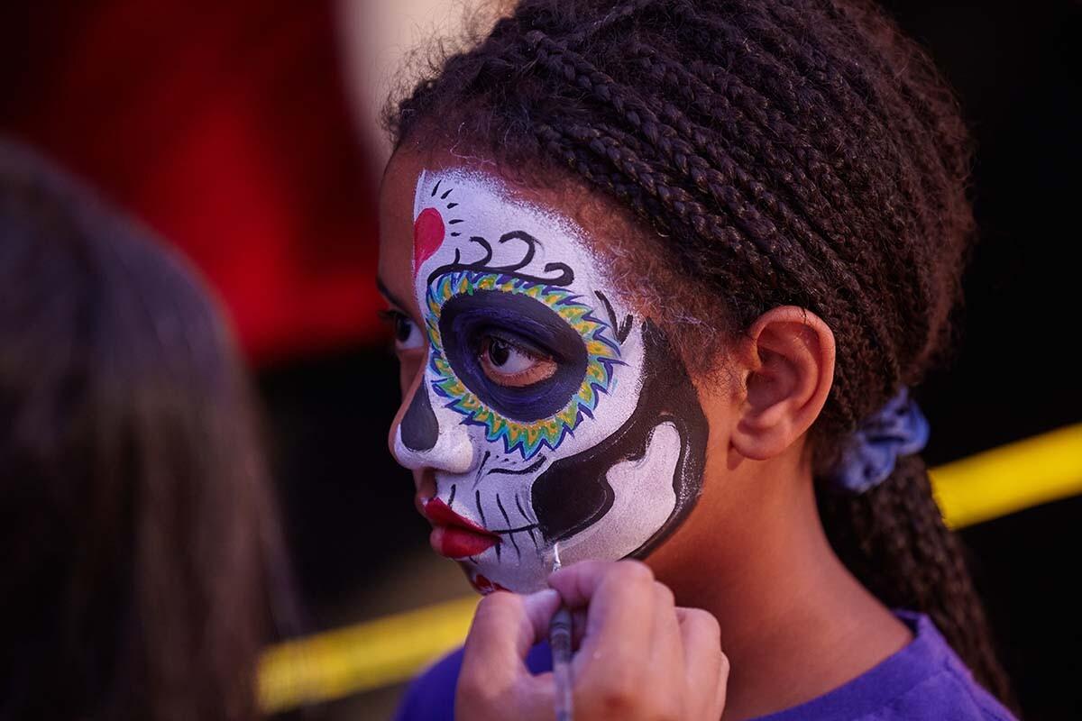 A young girl gets her face painted Día de los Muertos celebration in 2019  | Pablo Aguilar