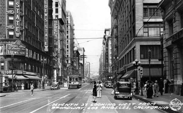 1938 postcard depicting the intersection. Courtesy of the Frasher Foto Postcard Collection, Pomona Public Library.