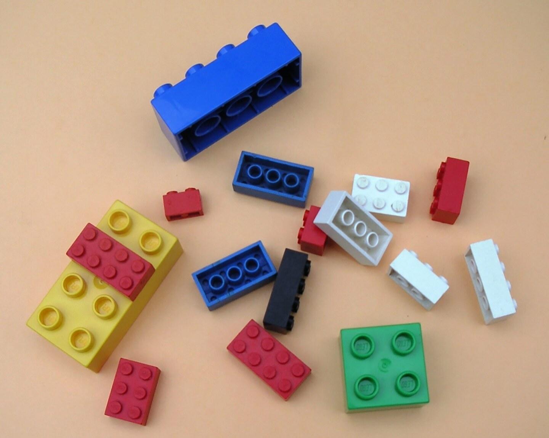 Bloques de Lego y Duplo.