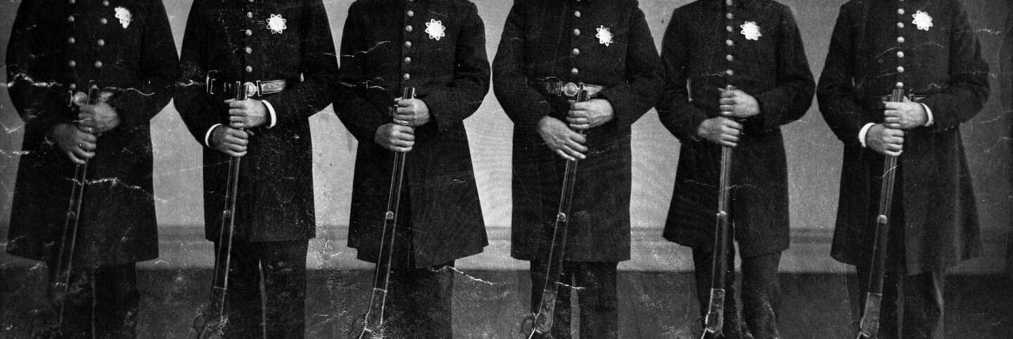 Los Angeles police officers with rifles (cropped for header)