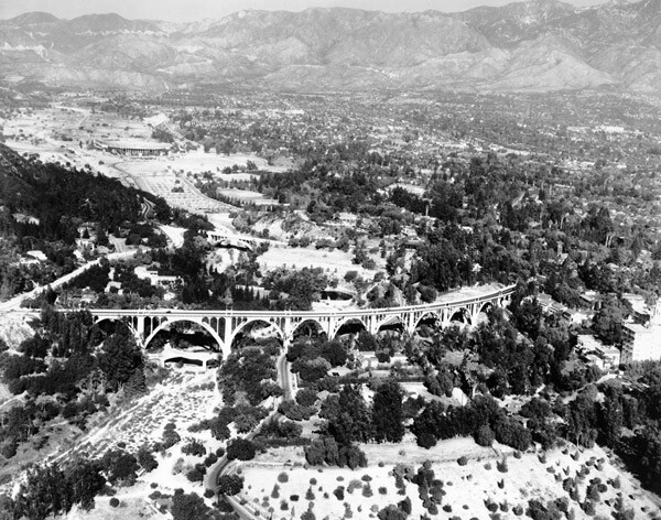 1935 aerial view of the Colorado Street Bridge. Courtesy of the Title Insurance and Trust / C.C. Pierce Photography Collection, USC Libraries.