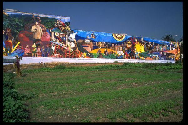 Gintong Kasaysayan, Gintong Pamana (Filipino Americans: A Glorious History, A Golden Legacy) I Mural Conservancy of Los Angeles. Photo © Ian Robertson-Salt