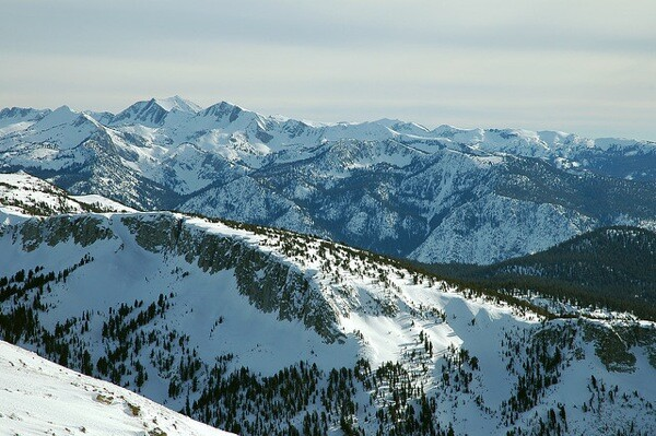 The Sierras from Mammoth by  Clinton Steeds | Image via Creative Commons