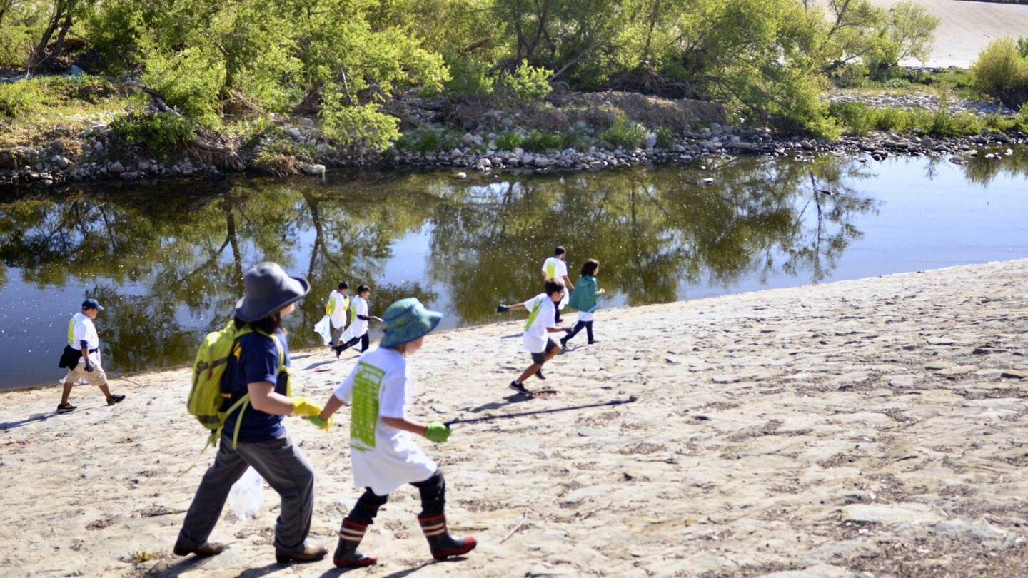 L.A. River CleanUp. | Courtesy of Friends of the Los Angeles River