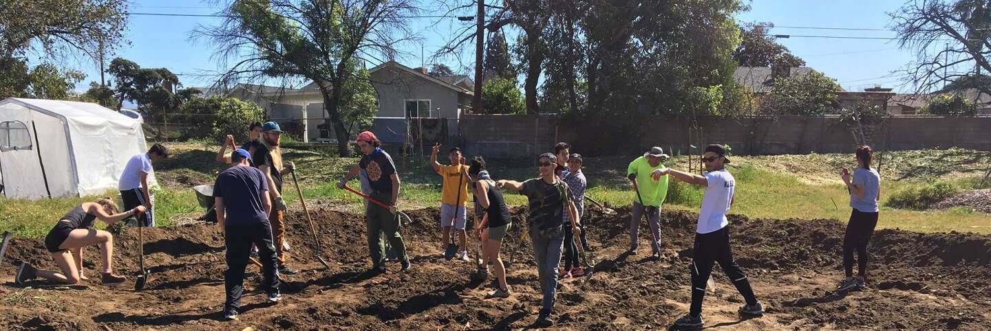 AHS students and USGBC-LA volunteers building a mason meadow | Marianne Zaugg