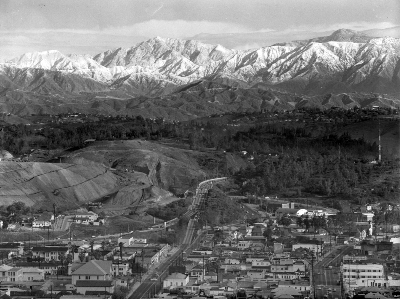 dodger_stadium_excavation_with_mountains_1962_ucla-thumb-600x457-61707.jpg