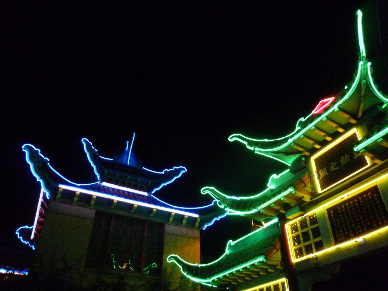 Neon lights in Chinatown | Sandi Hemmerlein