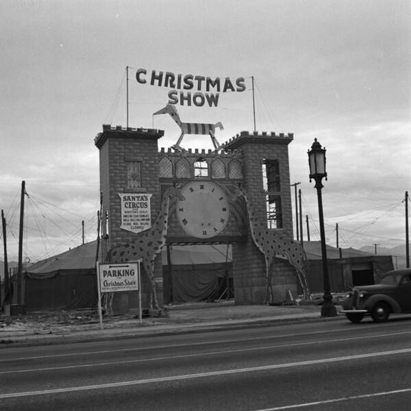 Santa's Circus on Wilshire Boulevard, view 2
