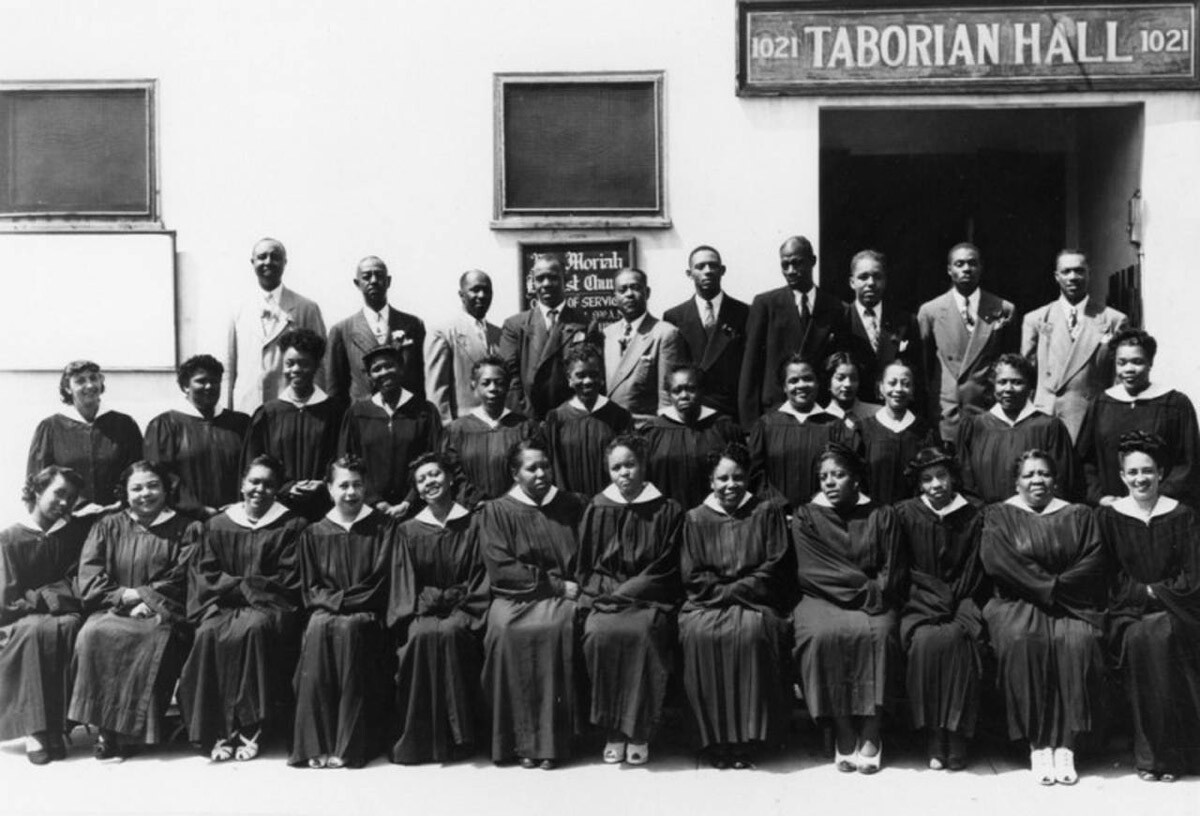 Mount Moriah Baptist Choir at Taborian Hall, site of the church in 1949   Courtesy of Shades of L.A. Photo Collection, Los Angeles Public Library