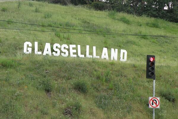 GlasselllandSign2