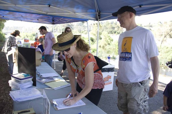 Libby McInerny and Aaron Zuber sign up for their first clean-up.