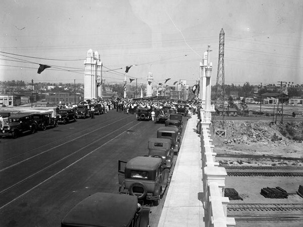 Opening ceremony for the Fourth Street Bridge. Courtesy of the Los Angeles Times Photographic Archive, Special Collections, Young Research Library, UCLA. Used under a Creative Commons license.