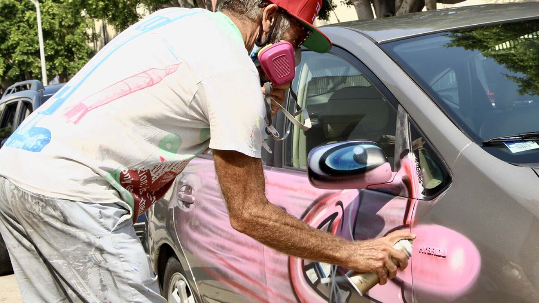 Kenny Scharf bombing a car September 26, 2020   Jordan Riefe