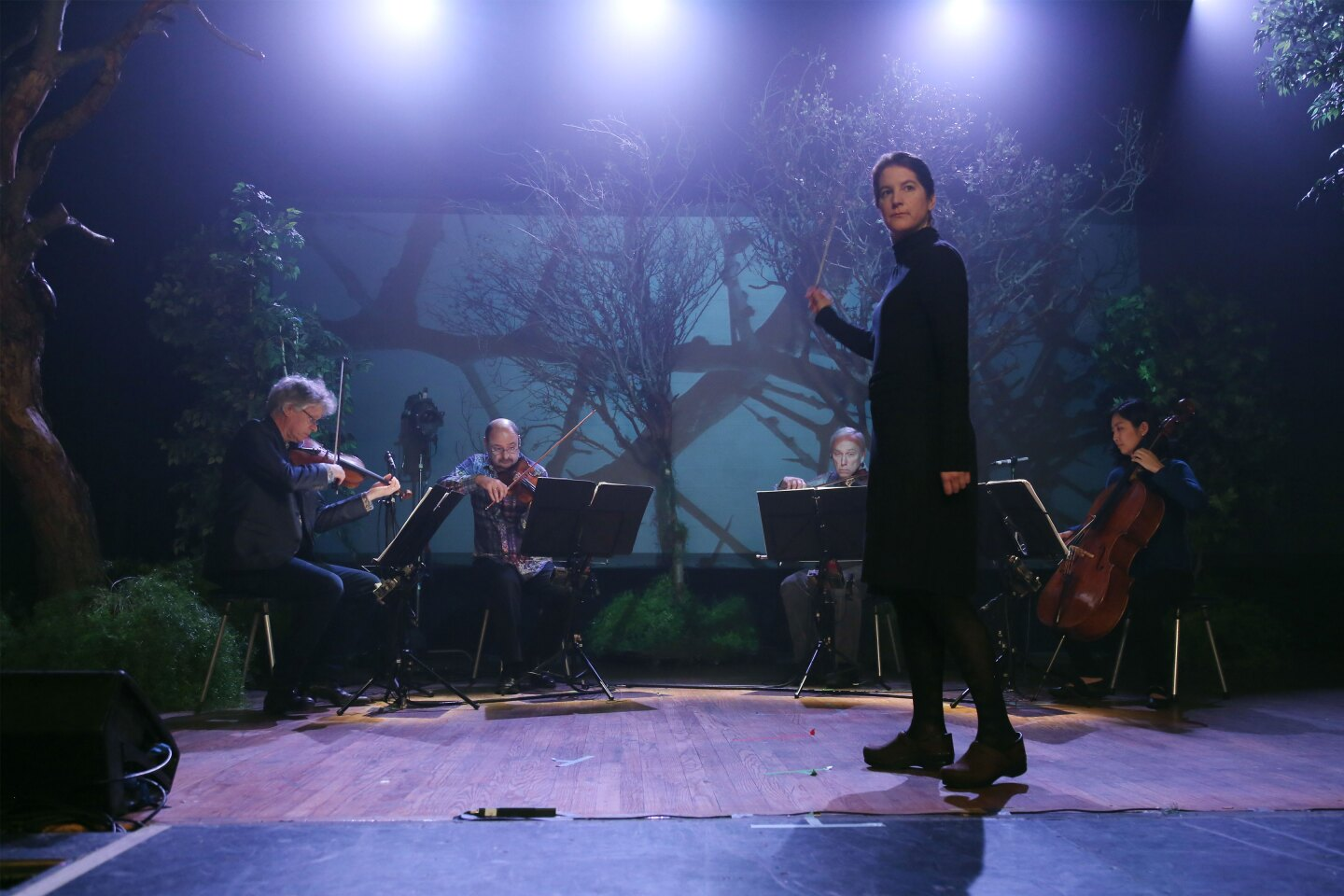 Lisa Bielawa conducts the Kronos Quartet on the set of Vireo