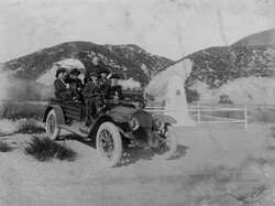 Dedication of Pioneer Monument at the Cajon Pass, 1917. Courtesy San Bernardino Public Library's Pioneers of San Bernardino Collection.