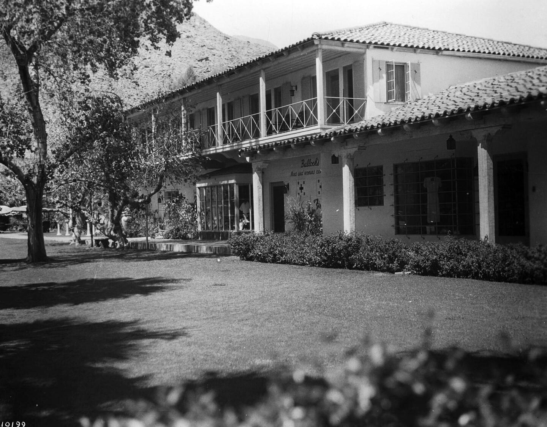 Exterior view of the Desert Inn resort in Palm Springs, ca.1940